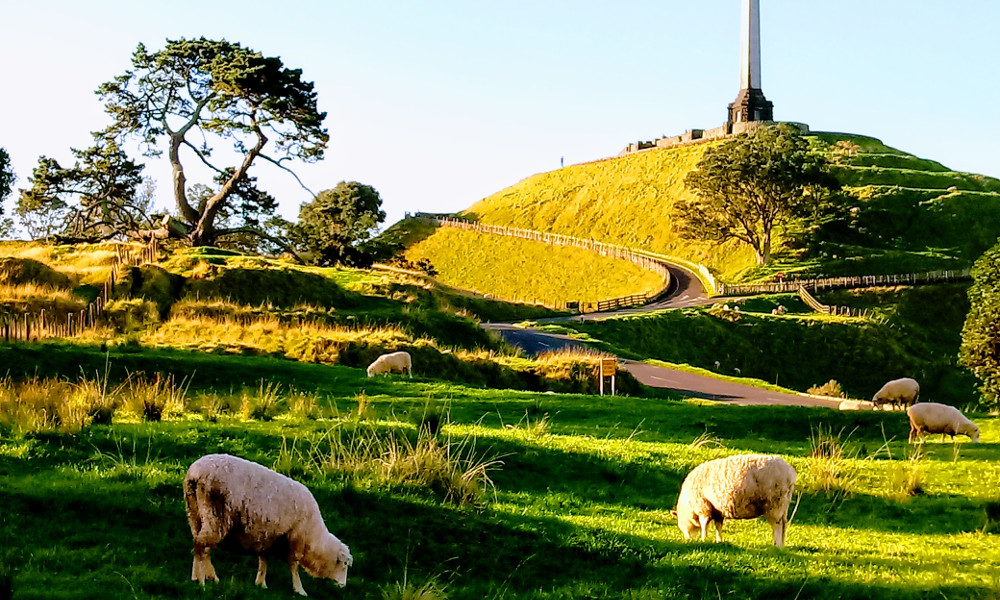 One Tree Hill, Auckland, New Zealand @Wikimedia Commons