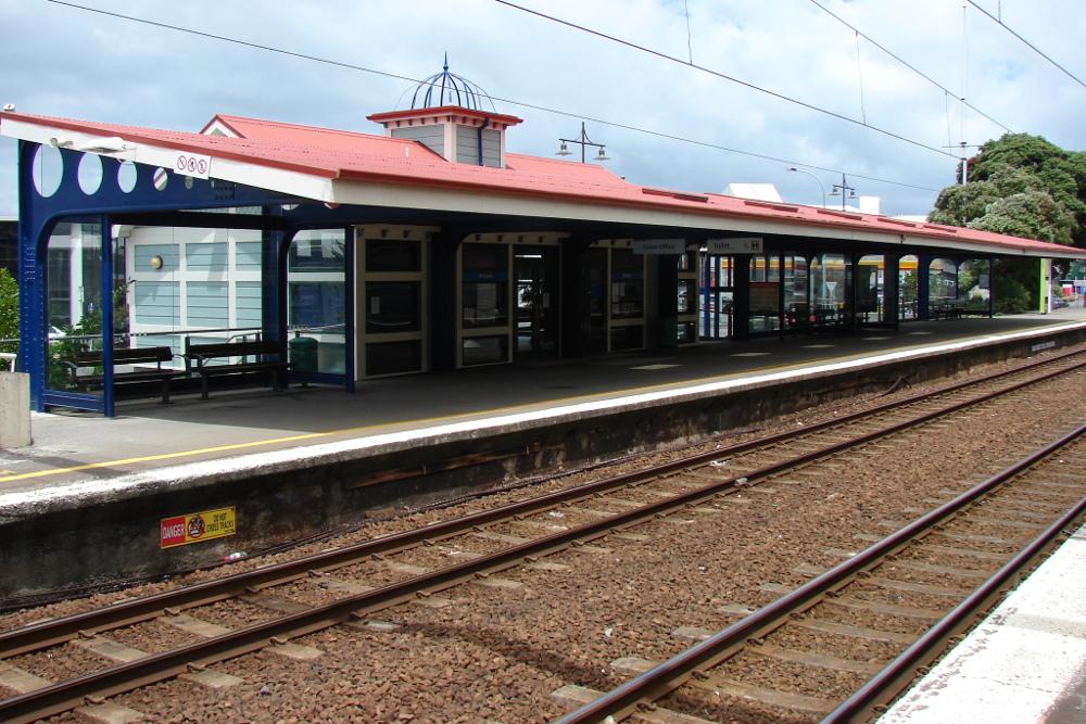 Petone railway station, New Zealand @Wikipedia