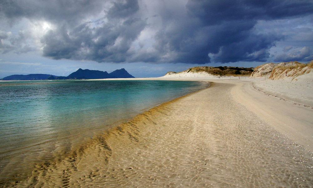 Ruakaka Beach. Bream Bay, New Zealand @Bernard Spragg