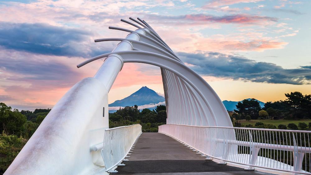 Te Rewa Rewa Bridge, New Plymouth @Bing Wallpaper Gallery