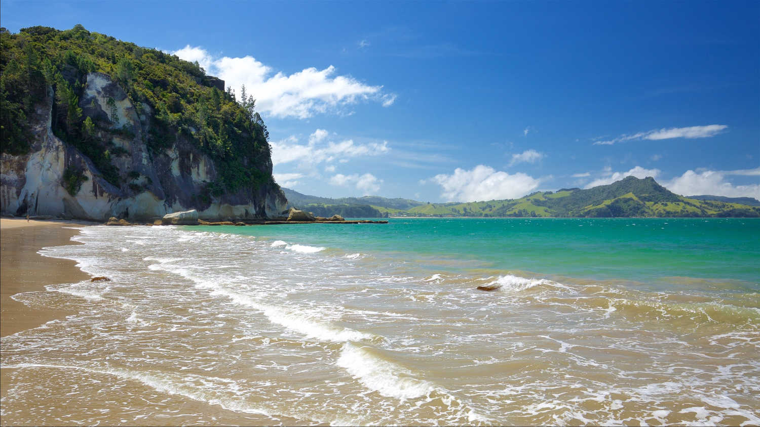 Lonely Bay beach,New Zealand @Bookabach