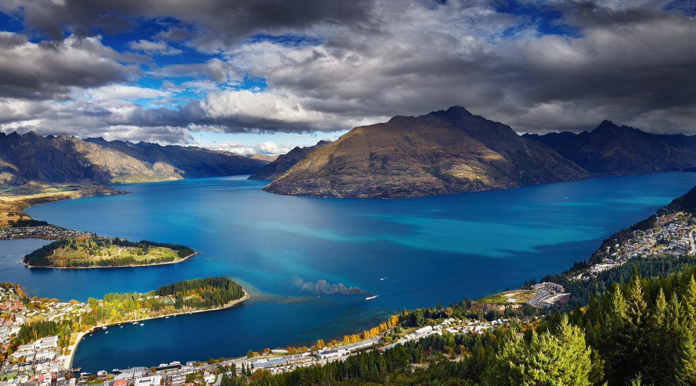 Wakatipu lake, New Zealand @wakatipuchiropractic